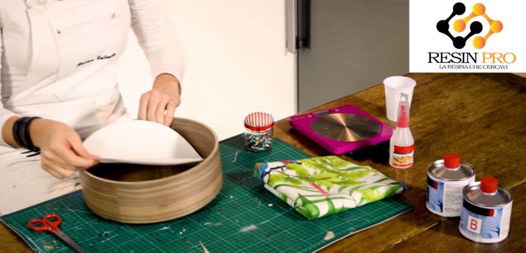 Эпоксидная смола и ткань: интересное сочетание мягкости цвета и твёрдости прозрачной смолы